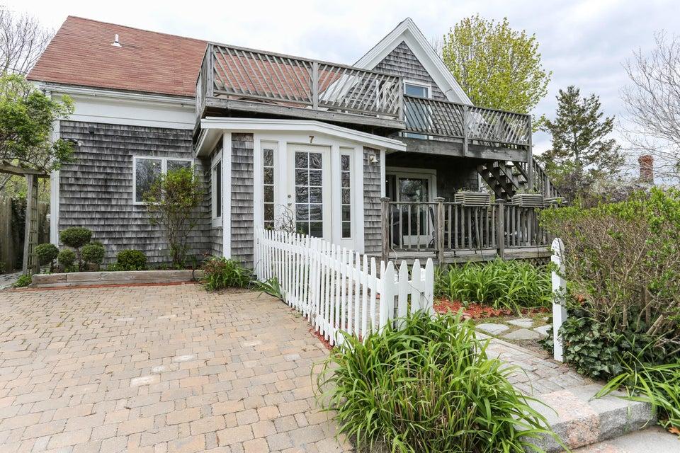 7 Standish Avenue, Provincetown, MA 02657