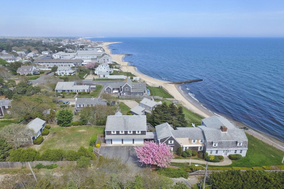 Otro por un Venta en $1,995,000.00 - 16 Highbank Circle in Dennis Port 16 Highbank Circle Dennis, Massachusetts,02639 Estados Unidos