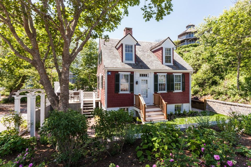 18 Commercial Street, Provincetown, MA 02657