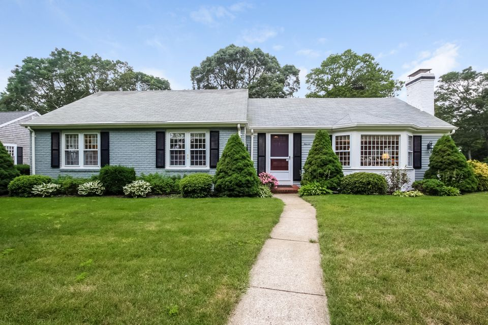 11 Out Of Bounds Drive, South Yarmouth, MA 02664