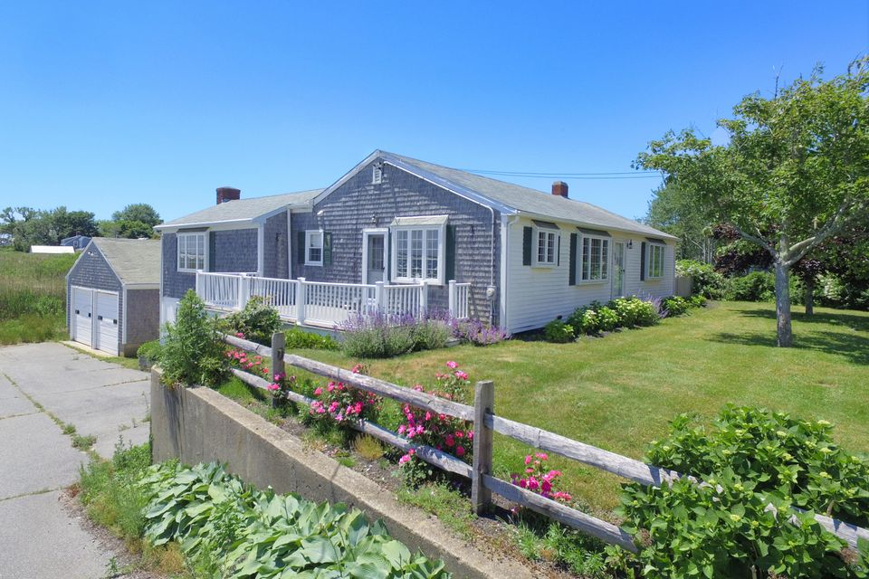 Additional photo for property listing at $2,750,000.00 - 34 Holway Street in Chatham 34 Holway Street Chatham, Massachusetts,02633 Vereinigte Staaten