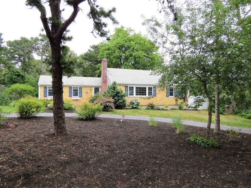 Chatham Real Estate - Cape Cod , 11 South Meadowview Road, Chatham, MA   Listed at $735,000