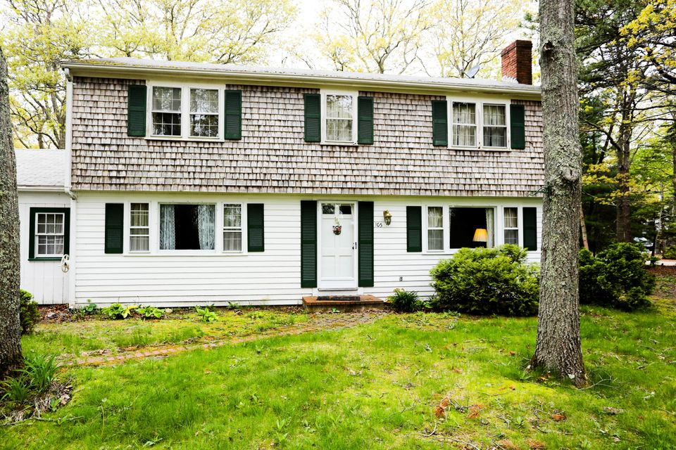 105-old-strawberry-hill-road-hyannis