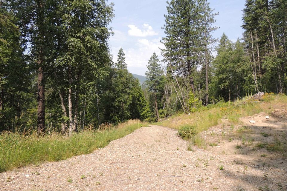 4327 Upper Pack River Road, Sandpoint, ID 83864