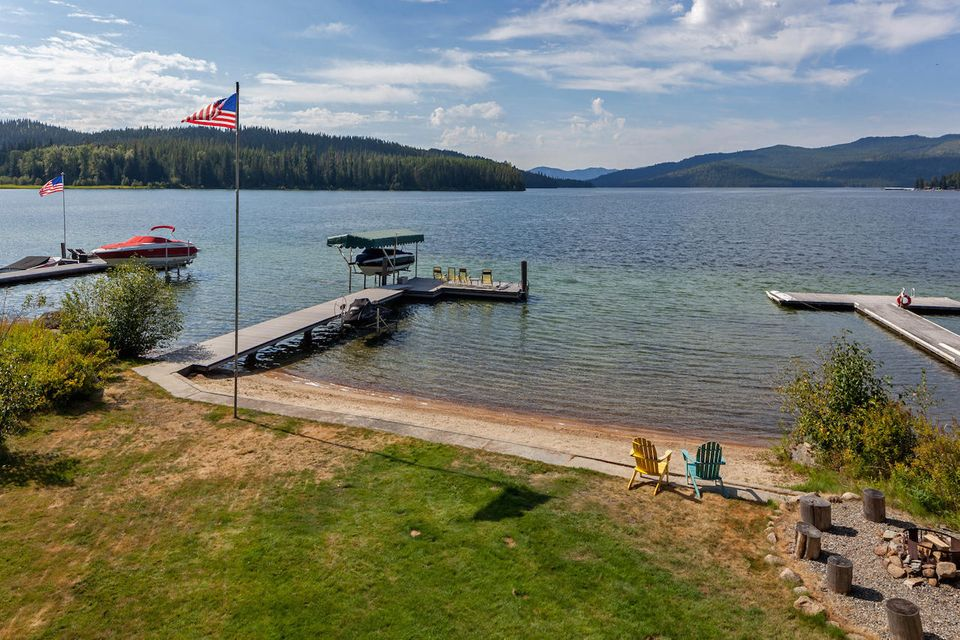 Single Family Home for Sale at 80 LOWER BEAR CREEK BAY Road 80 LOWER BEAR CREEK BAY Road Coolin, Idaho 83821 United States