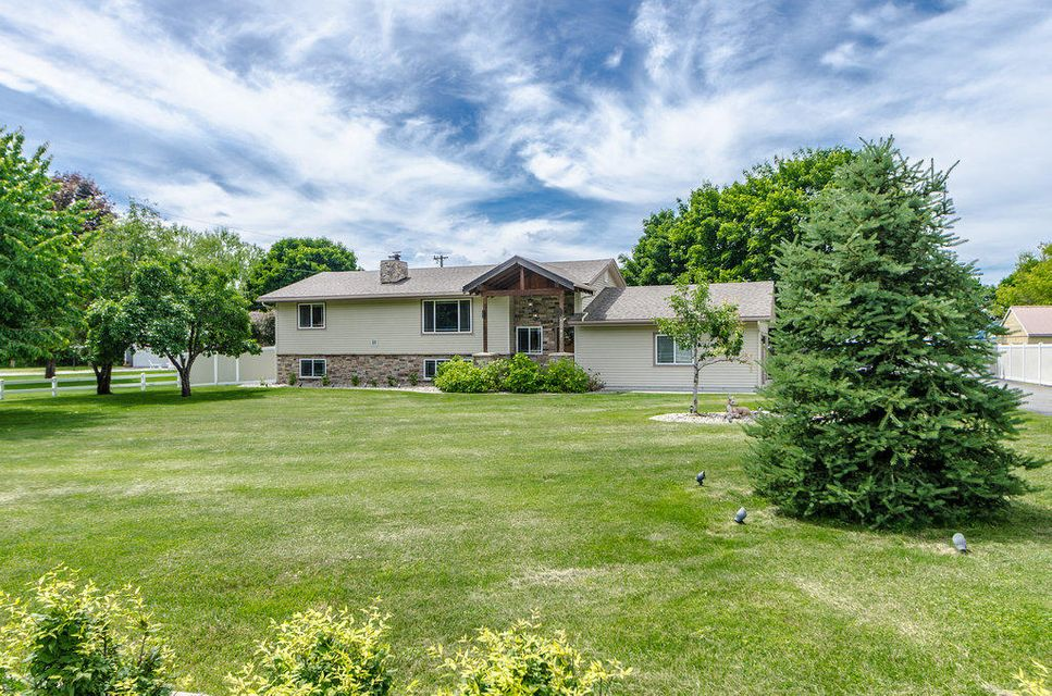 Single Family Home for Sale at 6095 N 4TH Street 6095 N 4TH Street Dalton Gardens, Idaho 83815 United States