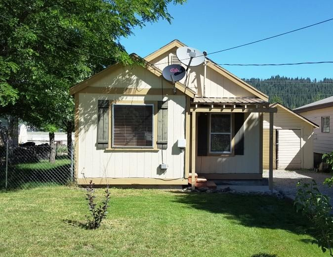 706 Washington, Smelterville, ID 83868