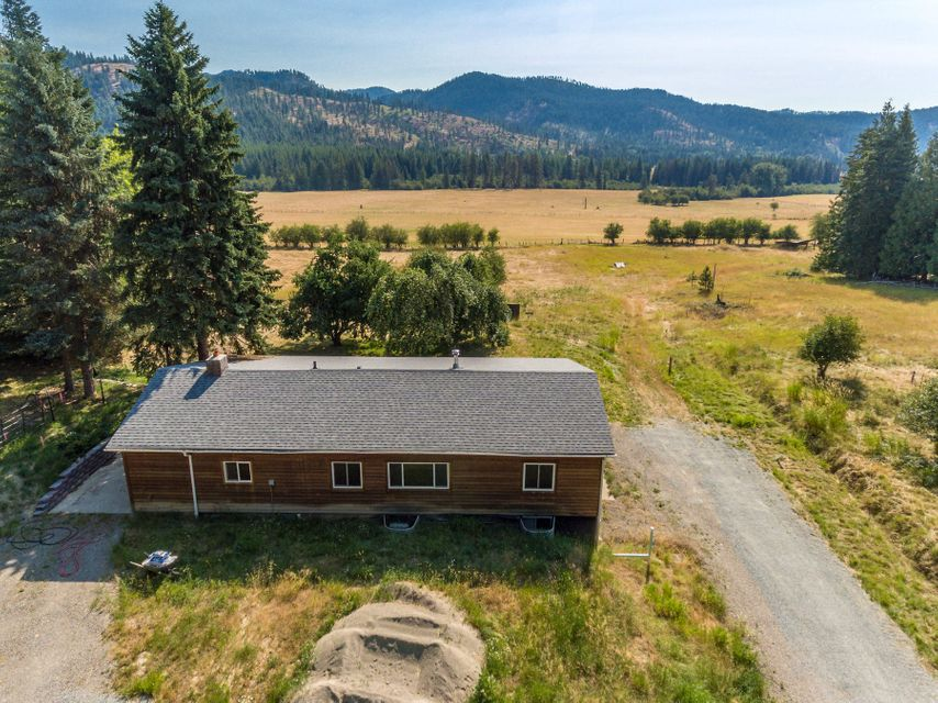 Single Family Home for Sale at 1592/1772 Kings Lake Road 1592/1772 Kings Lake Road Usk, Washington 99180 United States