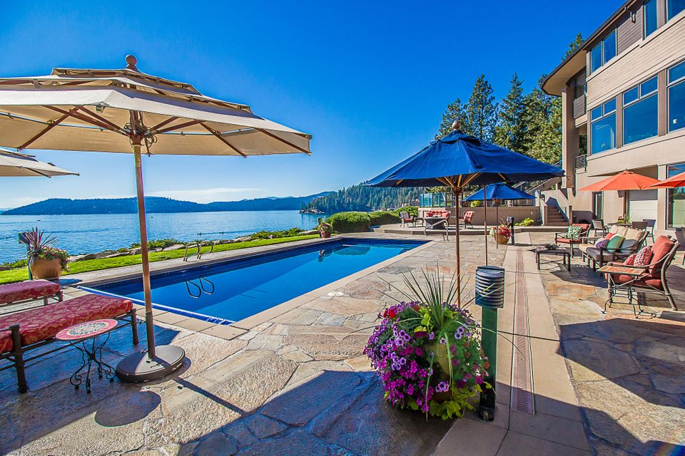 Single Family Home for Sale at 1600 E RESORT BEACH Lane 1600 E RESORT BEACH Lane Coeur D Alene, Idaho 83814 United States
