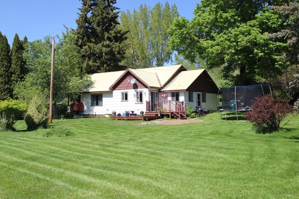 Single Family Home for Sale at 343 Riley Creek Road 343 Riley Creek Road Laclede, Idaho 83841 United States