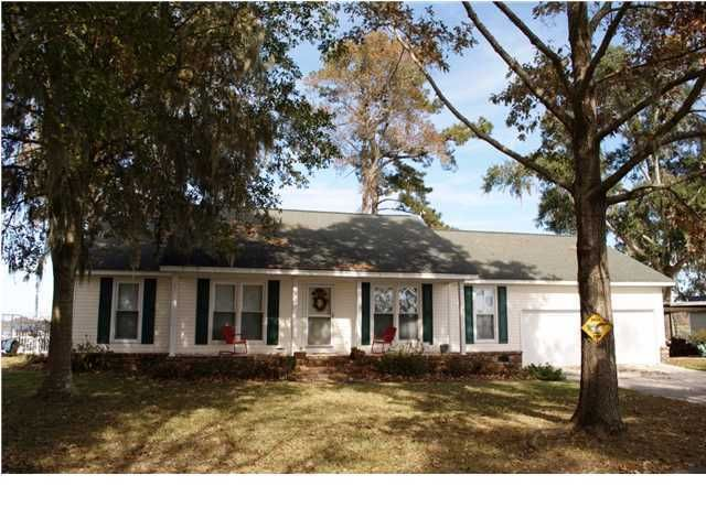 1819  Fishing Lane Moncks Corner, SC 29461