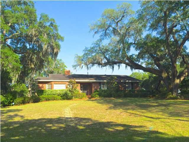 1039  Fort Sumter Drive James Island, SC 29412