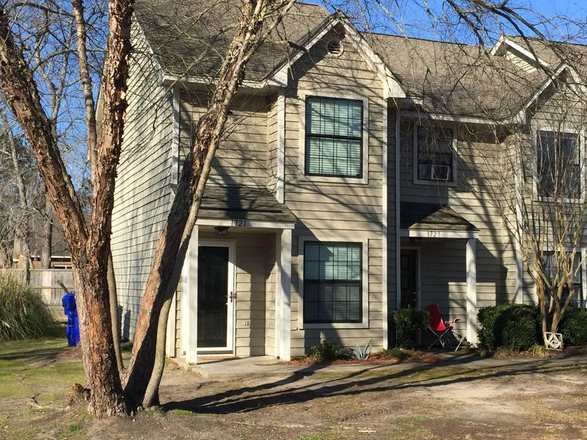 1721  Deer Path Drive Mount Pleasant, SC 29464
