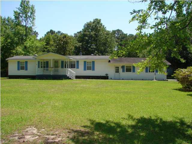 121 W Steele Drive Summerville, SC 29483