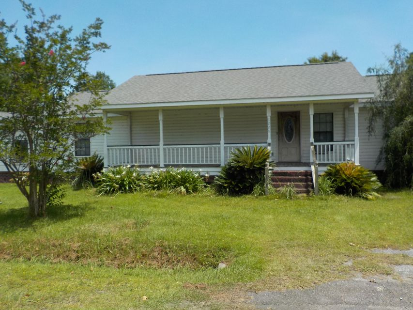 1226  Longpoint Road Cross, SC 29436