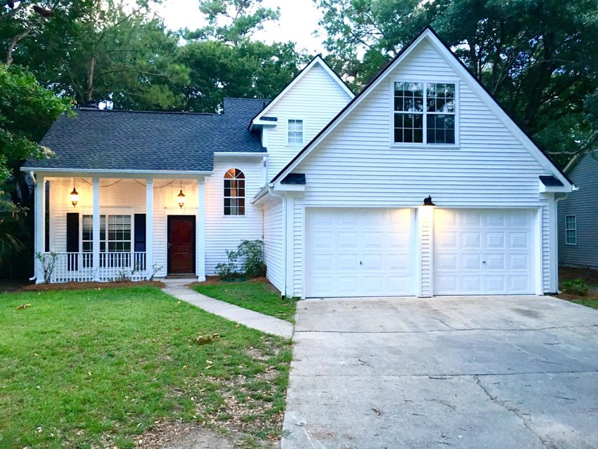 1944  Oak Tree Lane Mount Pleasant, SC 29464