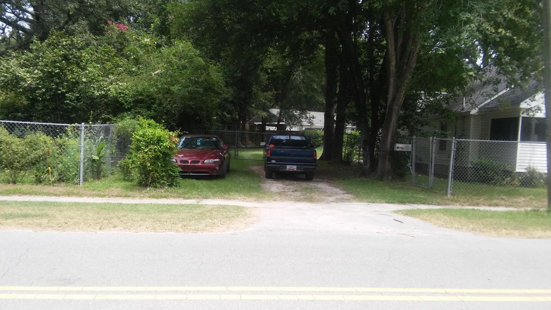 1136  Bexley Street North Charleston, SC 29405