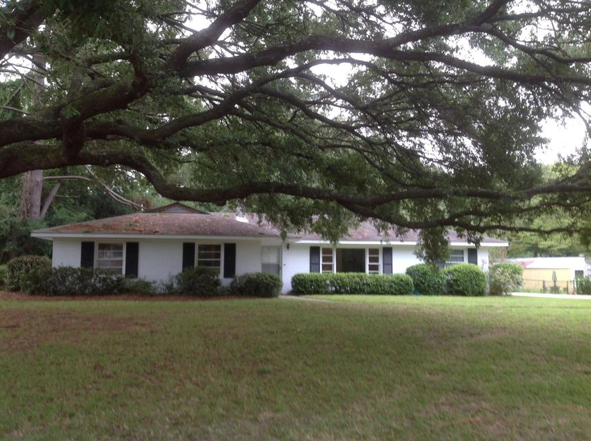 734  Fort Sumter Drive Charleston, SC 29412