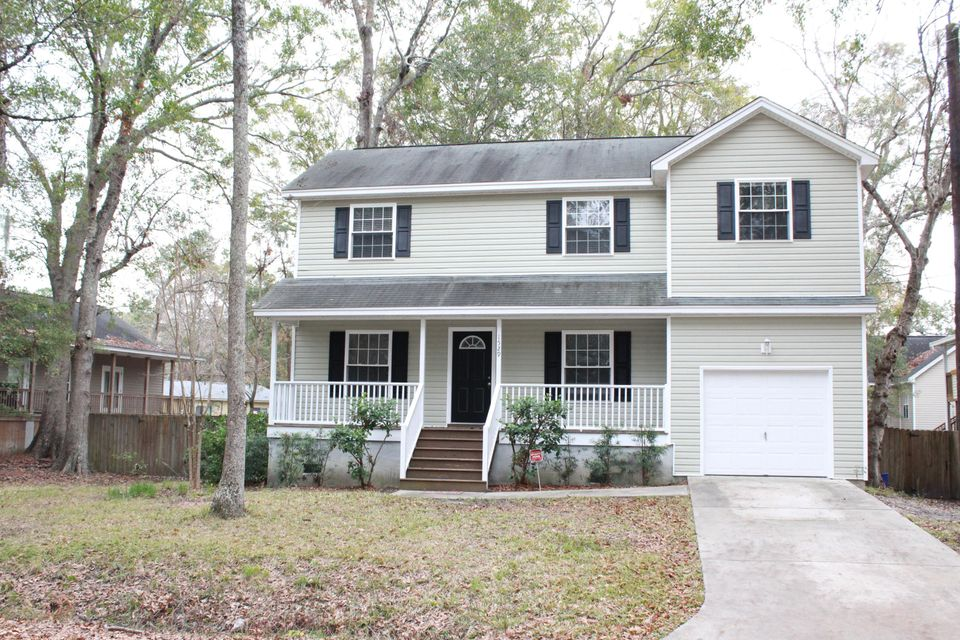 1529  Sutton Street Charleston, SC 29412