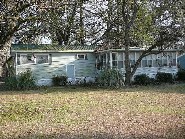 321  Fountain Lake Drive Eutawville, SC 29048