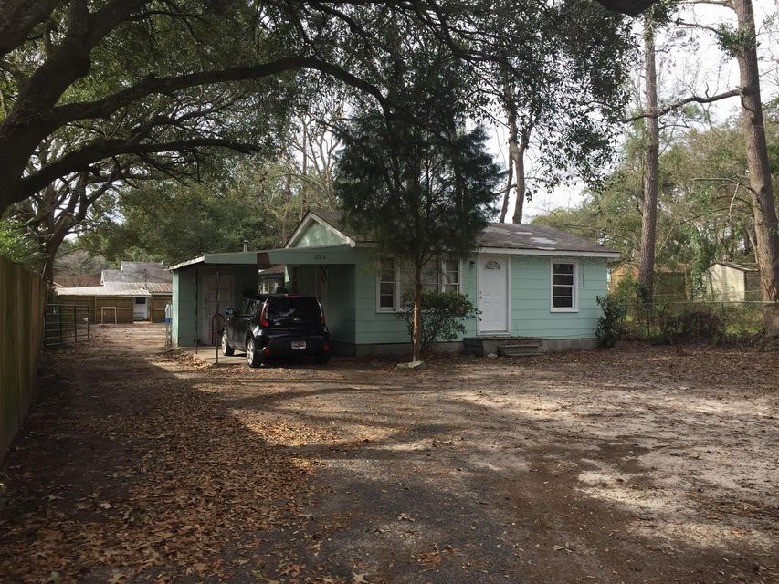 5614  Garrett Avenue North Charleston, SC 29406
