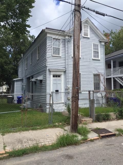 22  Blake Street Charleston, SC 29403