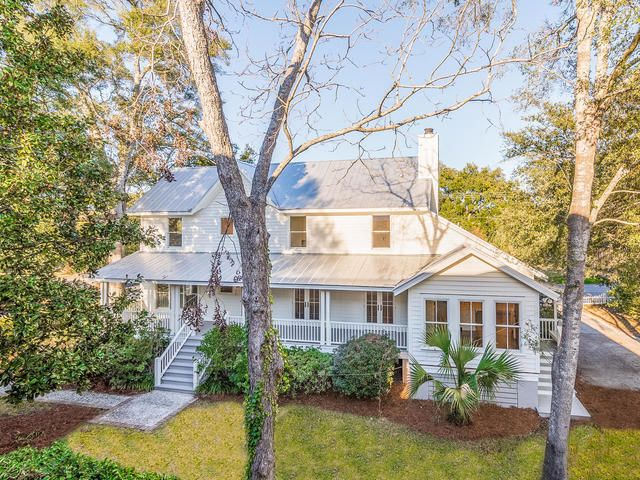 221  Queen Street Mount Pleasant, SC 29464
