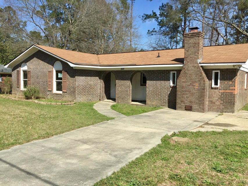 207  Farmhill Drive Summerville, SC 29483