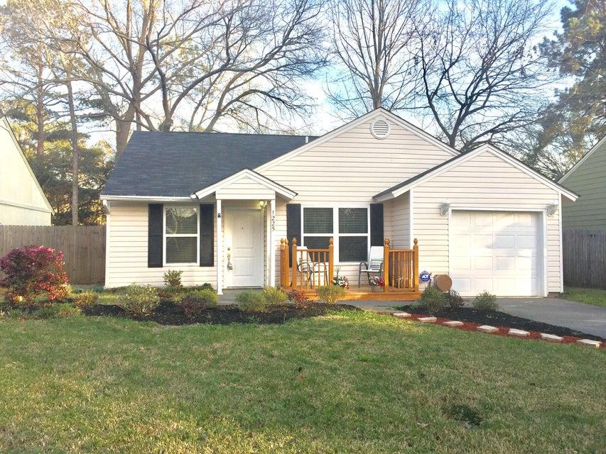 1225  Maryland Drive Ladson, SC 29456
