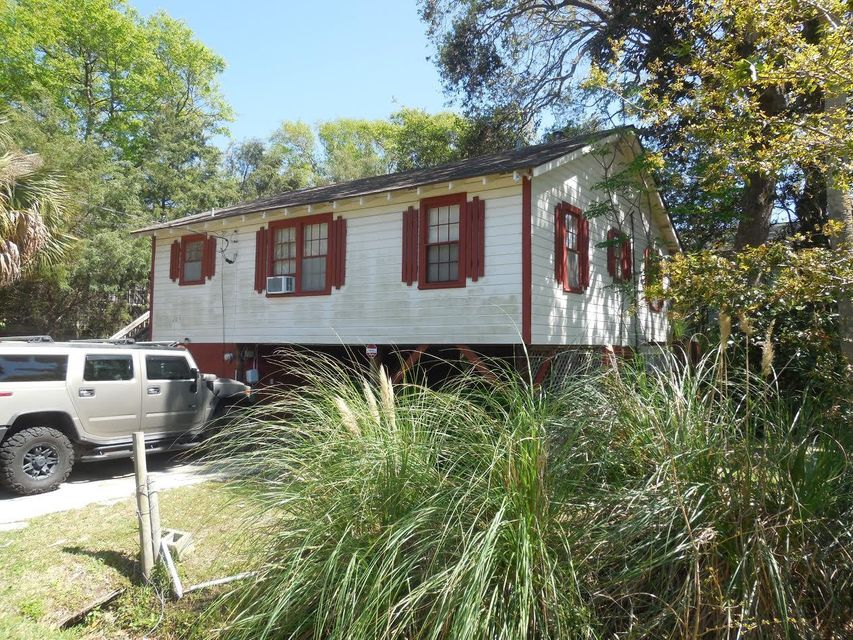 203 E Erie Avenue Folly Beach, SC 29439
