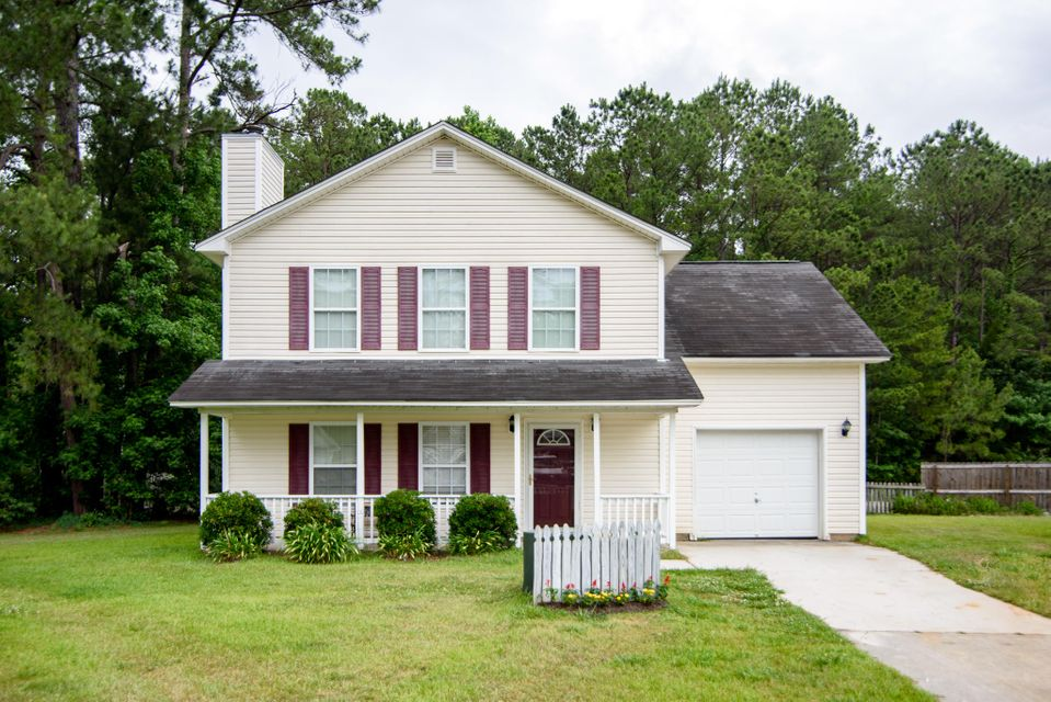 106  Queen Mary Court Summerville, SC 29485