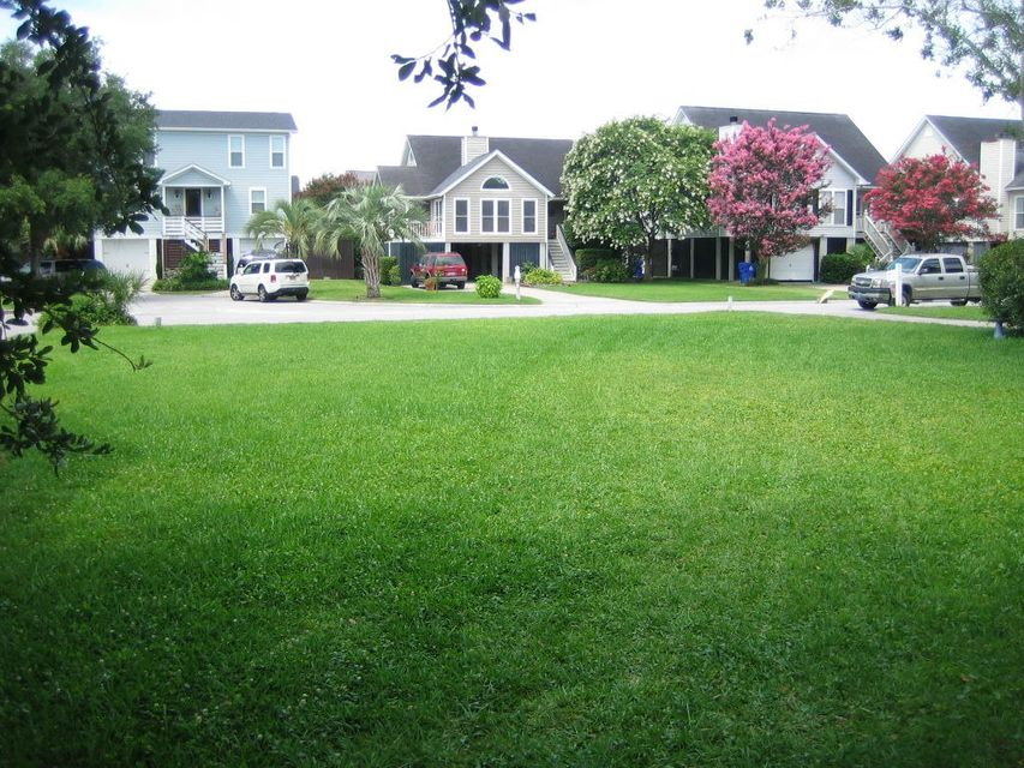 1538  Privateer Drive Mount Pleasant, SC 29464