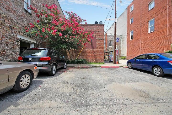 348  King Charleston, SC 29401