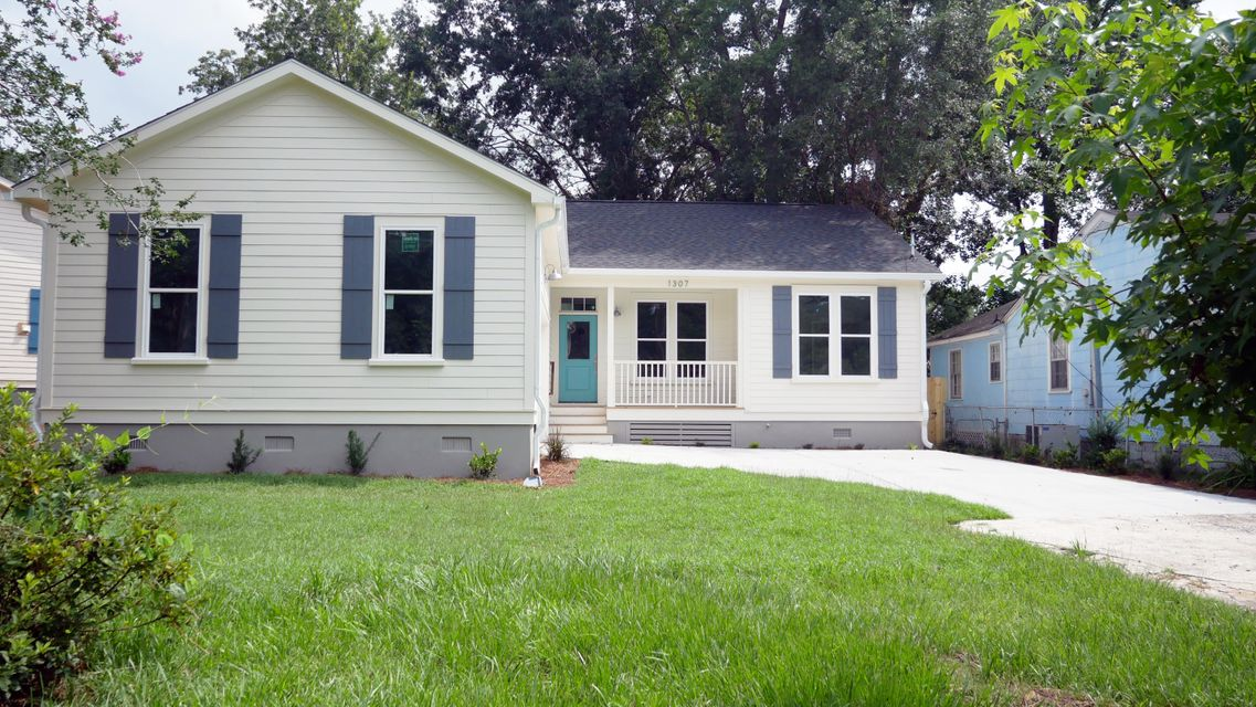 1307  Maxwell Street North Charleston, SC 29405