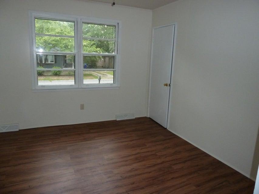 1604  Larry Street North Charleston, SC 29406