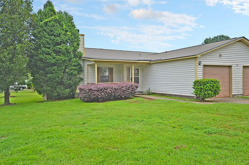 805  Winthrop Street Ladson, SC 29456