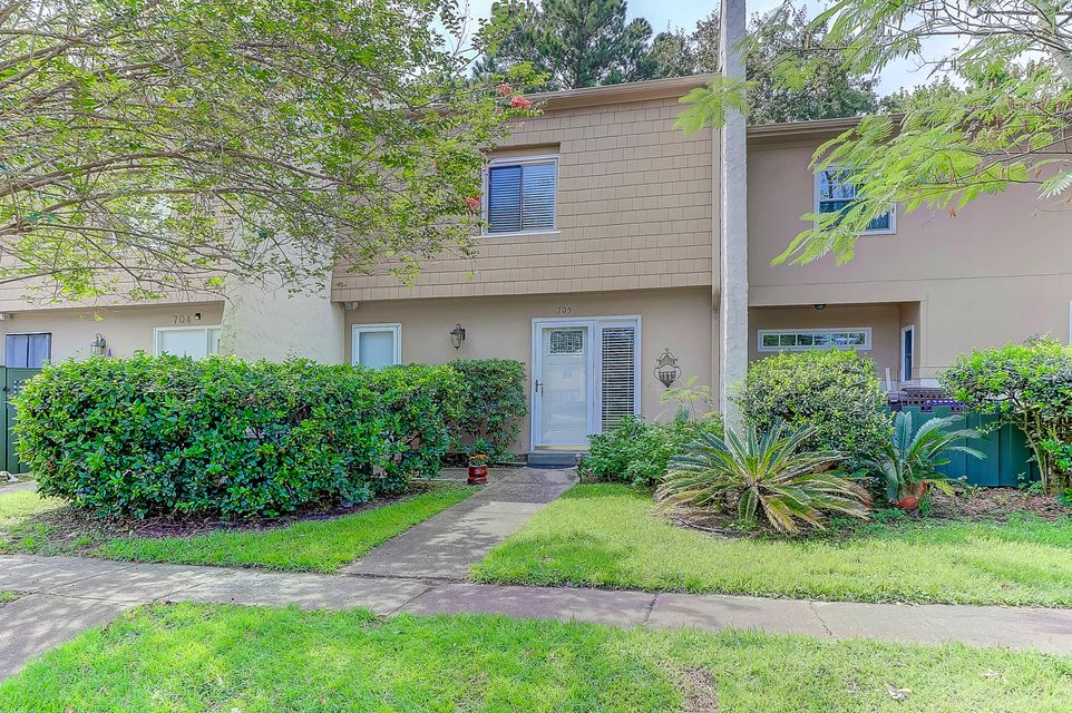 705  Ventura Place Mount Pleasant, SC 29464