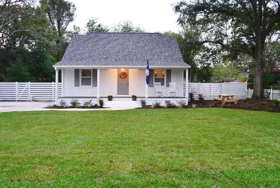 1482  Simmons Street Mount Pleasant, SC 29464