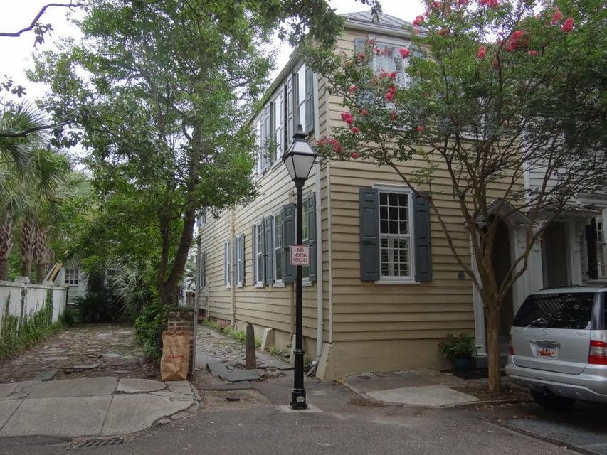 72  Church Street Charleston, SC 29401