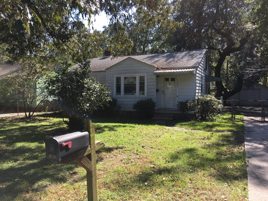 1407  Bexley Street North Charleston, SC 29405