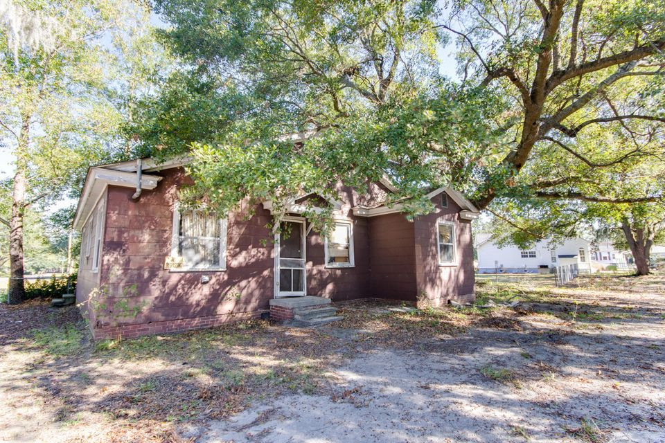 6888  Raymond Avenue North Charleston, SC 29406