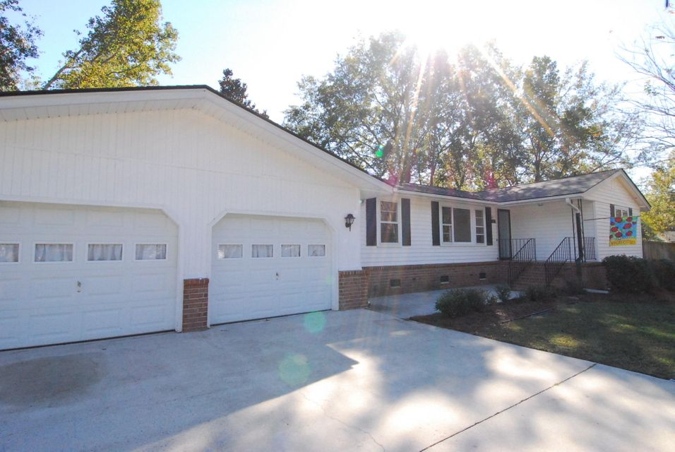 2915  Shadow Lane North Charleston, SC 29406