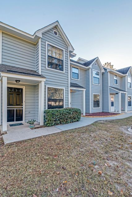 1752  Deer Path Drive Mount Pleasant, SC 29464