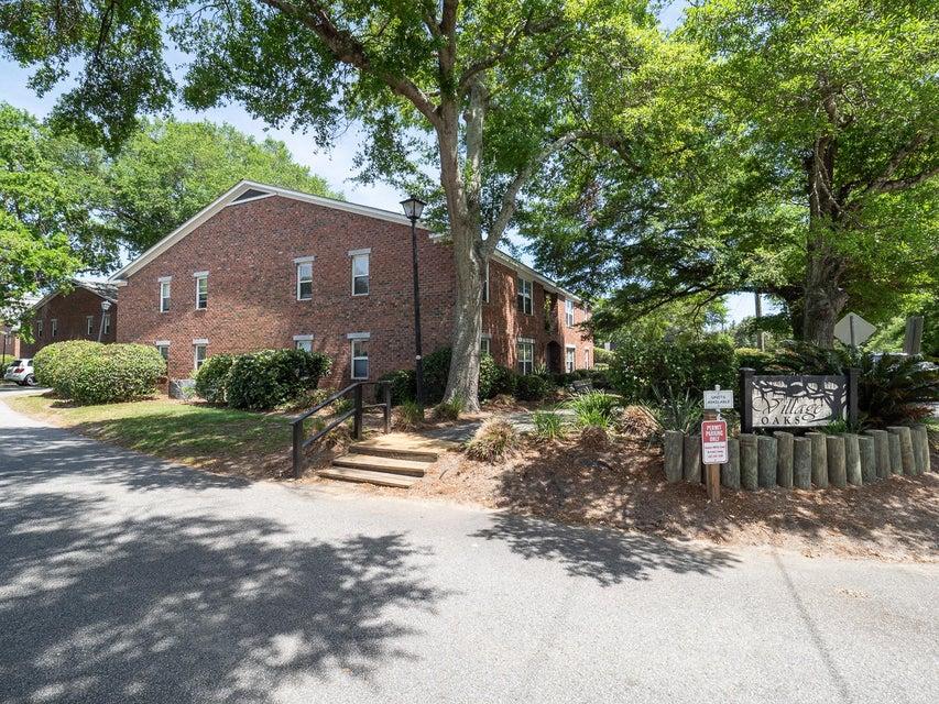 Village Oaks of Mt Pleasant Homes For Sale - 1240 Fairmont, Mount Pleasant, SC - 2