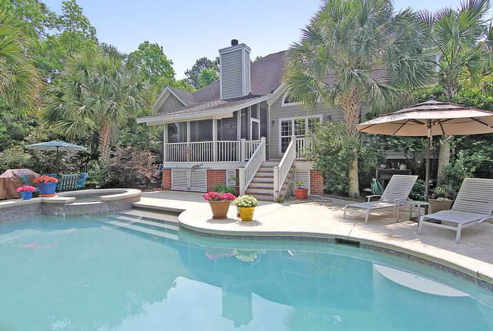 Charleston Area Homes With A Swimming Pool
