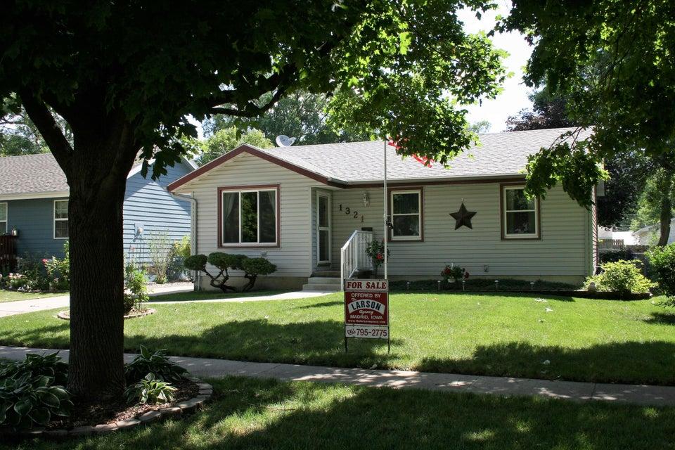 1321 E 28th Street, Des Moines, IA 50317