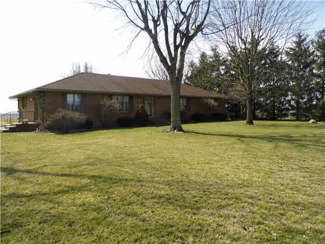 Photo of home for sale at 8299 Yankeetown Pike, Williamsport OH