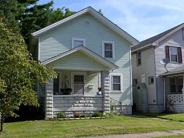 Photo of home for sale at 104 Moull Street, Newark OH