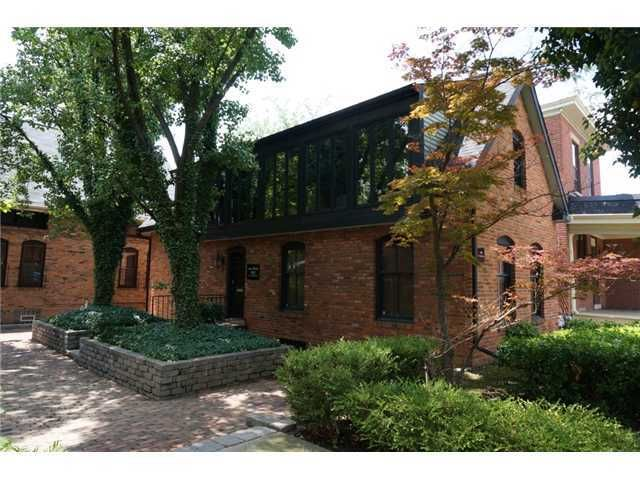 Photo of home for sale at 165 Livingston Avenue E, Columbus OH