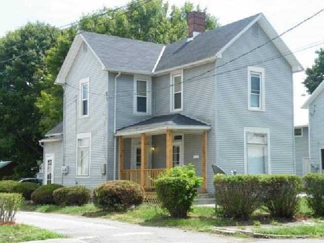 Photo of home for sale at 1000 Broad Street S, Lancaster OH